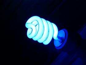氧化钛保护膜在荧光灯中的应用